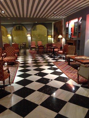 Hotel Dona Maria: Lobby