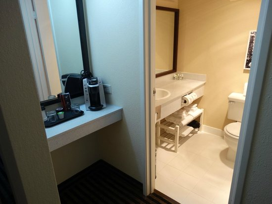 The Governor Hotel, a Coast Hotel: Coffee area nd bathroom Room 704