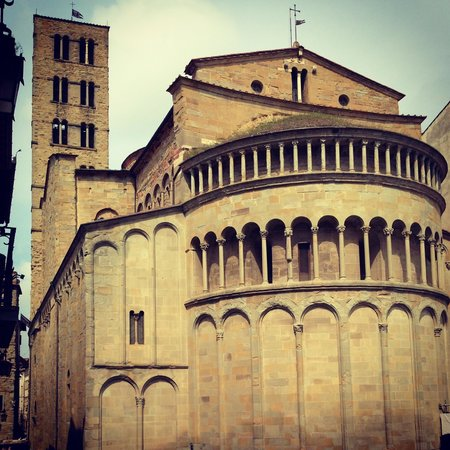 Santa Maria della Pieve: Abside in P.zza Grande