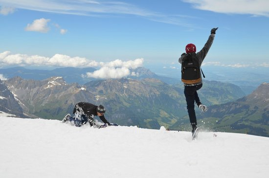 Mount Titlis: Having fun in the snow