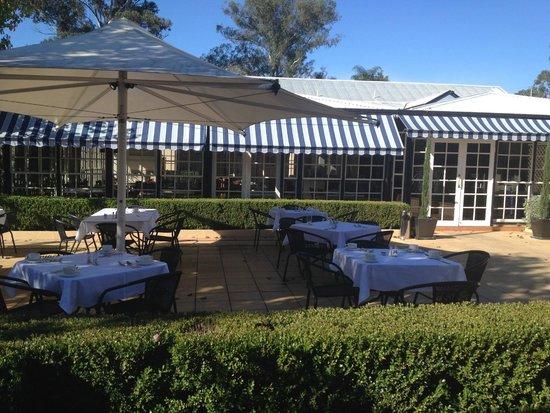 The Sebel Resort & Spa Hawkesbury Valley: Breakfast Dining Room & Courtyard