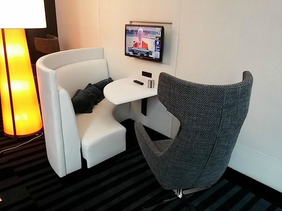 Courtyard by Marriott New York Manhattan/Central Park: Private Seating, 4th Floor Lounge