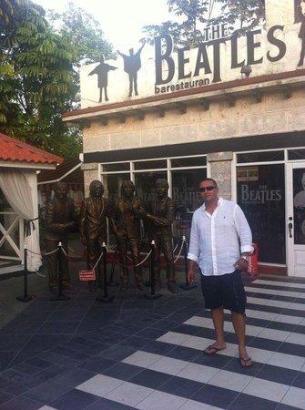 Beatles Bar: Wonderful