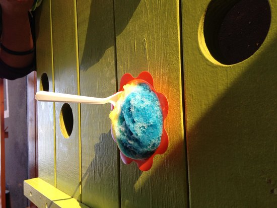 Ululani's Hawaiian Shave Ice: Holes in the benches toput your shave ice