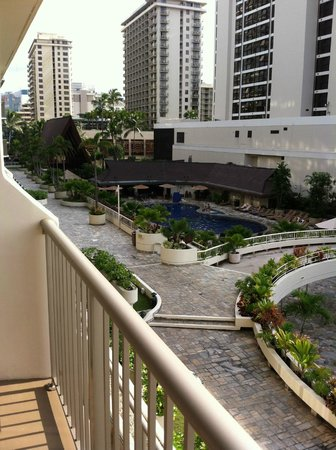 Outrigger Reef Waikiki Beach Resort: We loved our balcony!