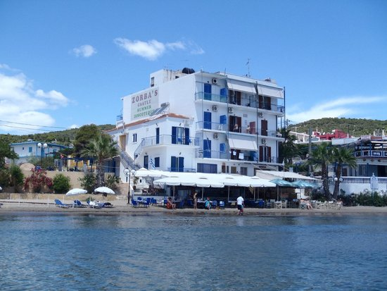Oasis Hotel by Svetlana and Michalis: the water is calm and shallow, usually.. good for kids
