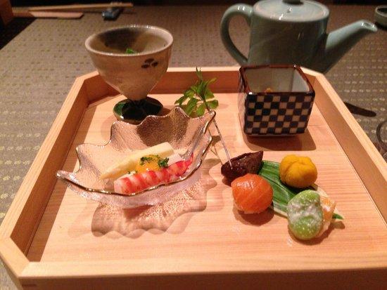 Japanese Cuisine Shimonoseki Shunpanro Tokyo: 最初の前菜、素敵