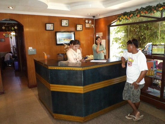 Marco Vincent Dive Resort: front desk