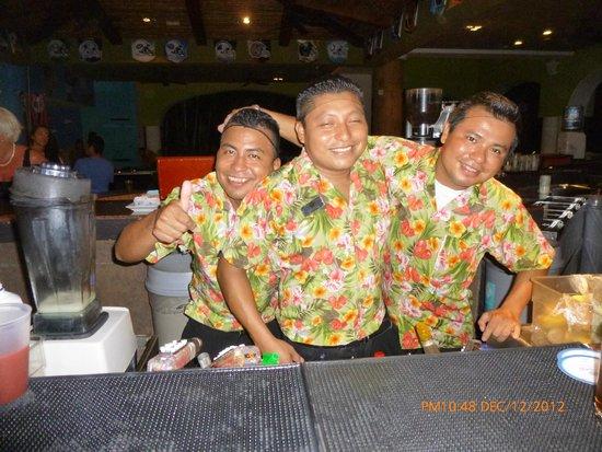 Sandos Playacar Beach Resort : Luis, Fabian and Angel bartenders