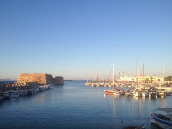 Lato Boutique Hotel: Only 3 min walk from the hotel you can stroll trough the historic, Venetian harbour