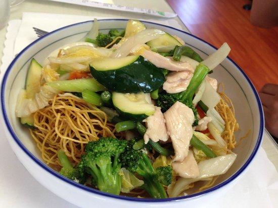 Le Paradis & La Patisserie: House Special Chow Mein