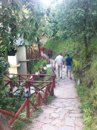 Hotel Oakwood Hamlet : Johny Walkers on the pathway to HeAvEn
