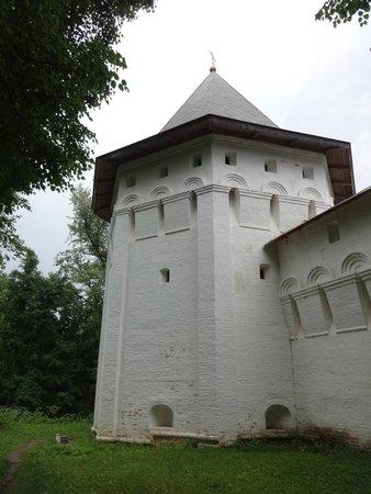 Savvino-Storozhevsky Monastery: башня слева от входа