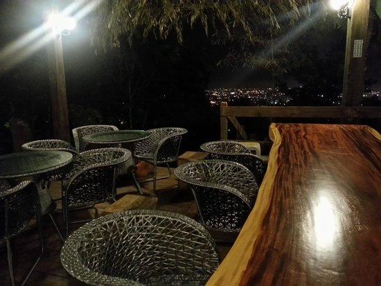Twin Oaks Villa: a good tea place