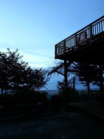 Twin Oaks Villa: sunrise