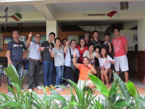 Agos Boracay Rooms + Beds: Group photo with the friendly owner and housekeeper before leaving