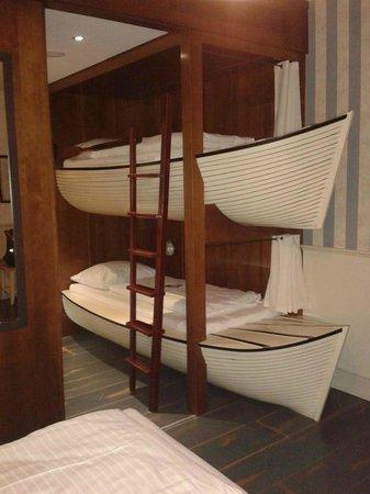 Hôtel Bell Rock : Chambre familiale (voici le lit de nos 2 filles)