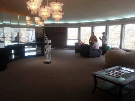 Renaissance Spa at Country Inn at Berkeley Springs : Beautiful serenity room overlooking Berkeley Springs WV, it's the perfect place to relax
