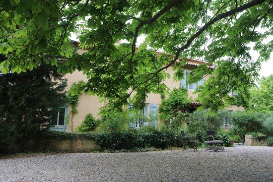 Le Clos Des Freres Gris: tuin/huis