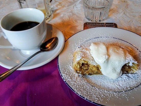 Hardy's Bavaria: Apple Strudel and Coffee