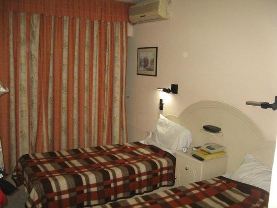 Relax Inn Hotel: 2