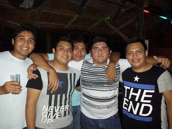 Infinyto Mexican Grill & Pub: Una noche con los amigos en infinyto show bar el lugar donde la fiesta nunca termina