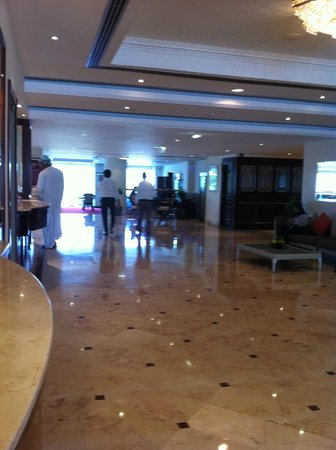 Crowne Plaza Muscat: The lobby