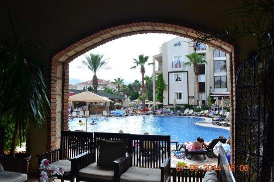 Club Anastasia: Hotel Pool from Lobby