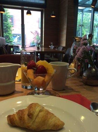 DoubleTree by Hilton Hotel Zagreb: business breakfast