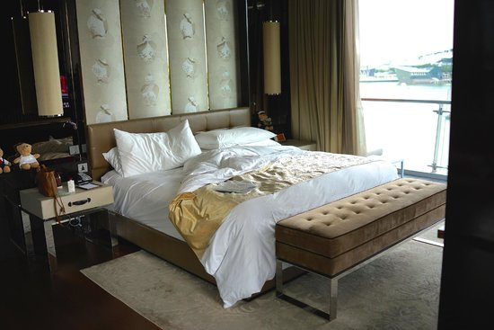 The Fullerton Bay Hotel Singapore: Super comfy bed