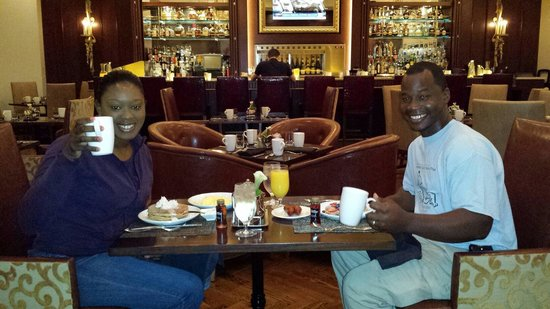 The Roosevelt New Orleans, A Waldorf Astoria Hotel: Breakfast in the Fountain Lounge. . Outstanding food and service! !