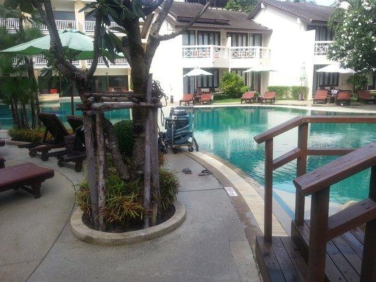Thara Patong Beach Resort & Spa: Way to Reception