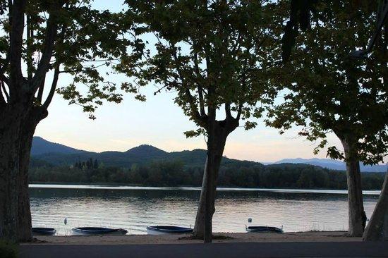 Lake Banyoles: вечерний Баньолес
