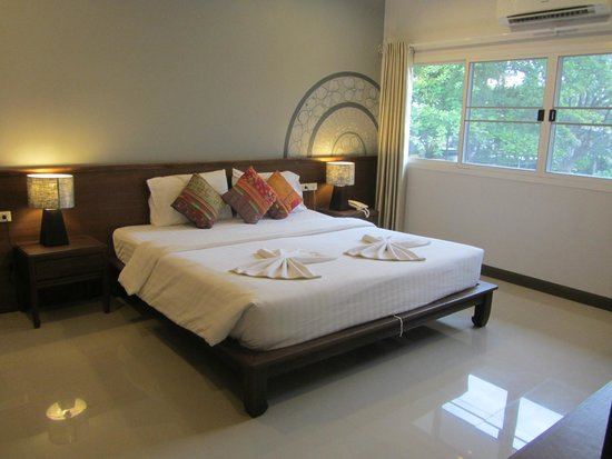 The Opium Serviced Apartment & Hotel : Nicely arranged Bed