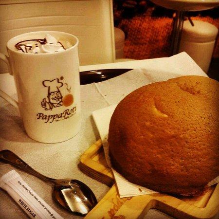 PappaRoti : PapaRoti Bun with Hot Chocolate
