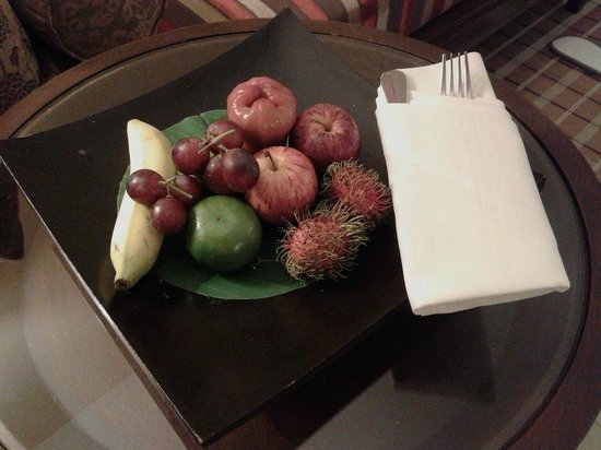 Siam Bayshore: Room service with fruit