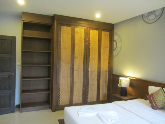 The Opium Serviced Apartment & Hotel : Cupboards in Bed Room