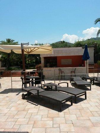 Hotel Baia del Capitano : Bar piscina e zona ristorante