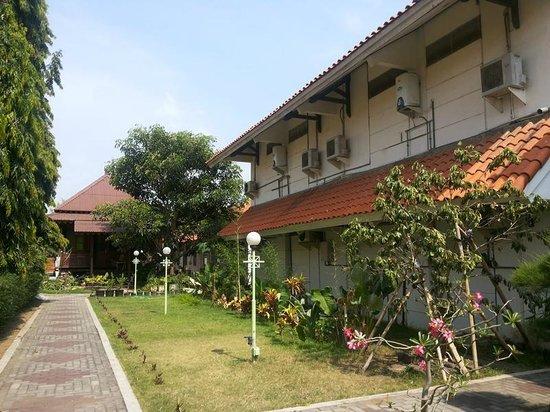 Rosali Hotel: jalan masuk dari lobi