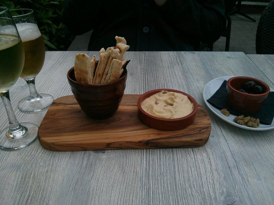 The Olive Tree Brasserie: Houmous and mixed olives starters