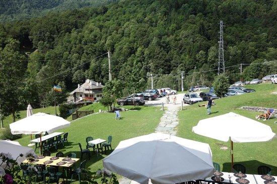 Hotel Montagna di Luce: Blick vom Hotel auf das Hotelgelände