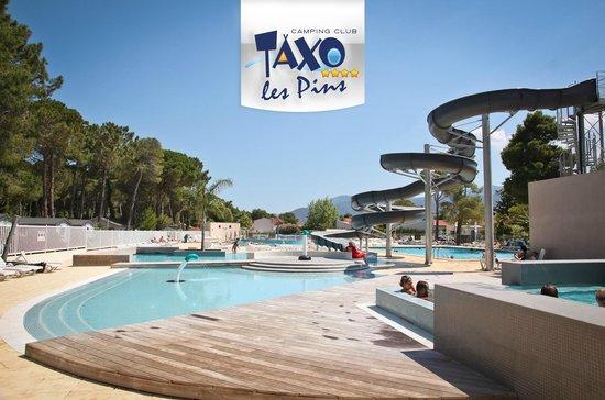 Camping Club Taxo les Pins : piscine avec toboggan