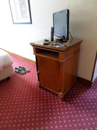 All'Angelo Hotel: mobile tv della junior suite
