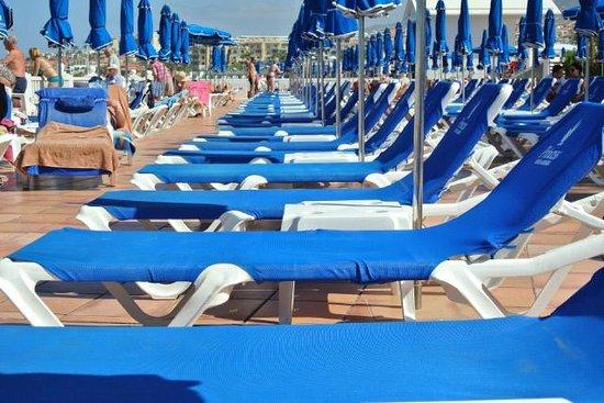 Guayarmina Princess Hotel : Pool Sunbeds
