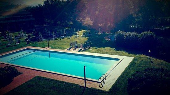 Bran & Denise Residenza: Pool vom Balkon aus