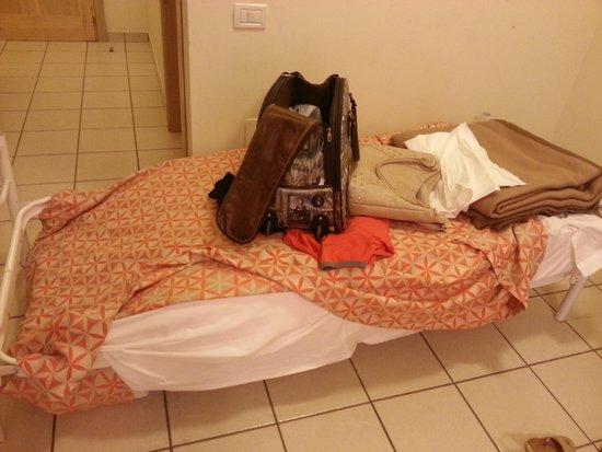 Castellaneta, Italy: mia moglie incinta sedendosi sul letto si e trovata di colpo a terra per mancanza di tutte le do