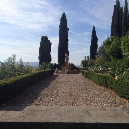 Castello del Nero Hotel & Spa: Another beautiful garden.