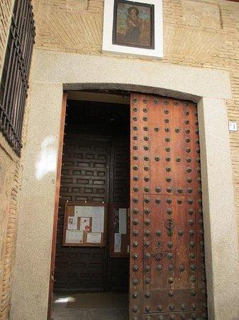 Iglesia de Santo Tome: 教会内部への入り口