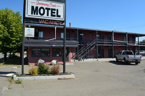 Queensway Court Motel: Motel Front
