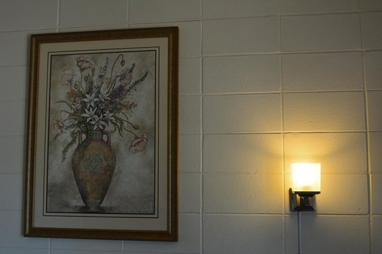 Queensway Court Motel: Art Frame & Wall Lamp